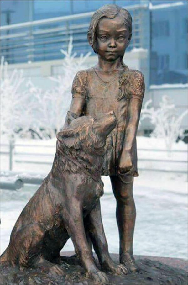 Une statue érigée