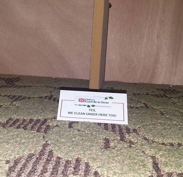 Mot confirmant même le nettoyage du dessous des lits