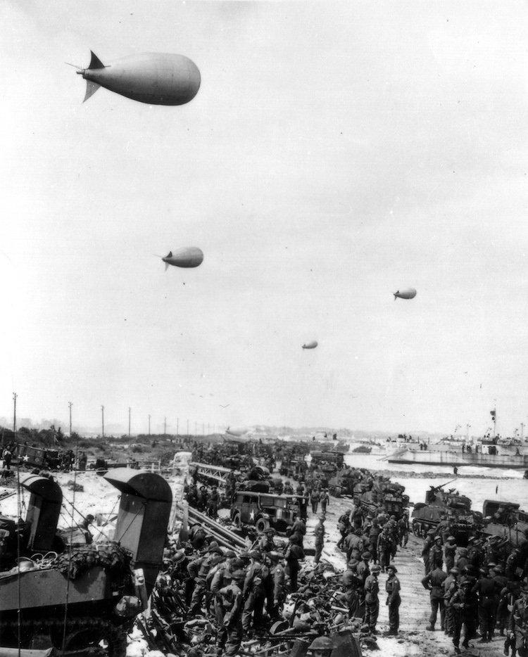 Débarquement des troupes canadiennes à Bernières-sur-Mer (6 juin 1944).
