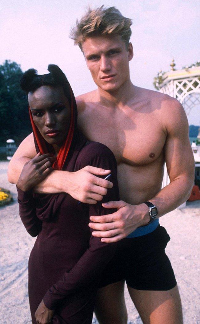 L'acteur suédois Dolph Lundgren et la chanteuse Grace Jones (1984)