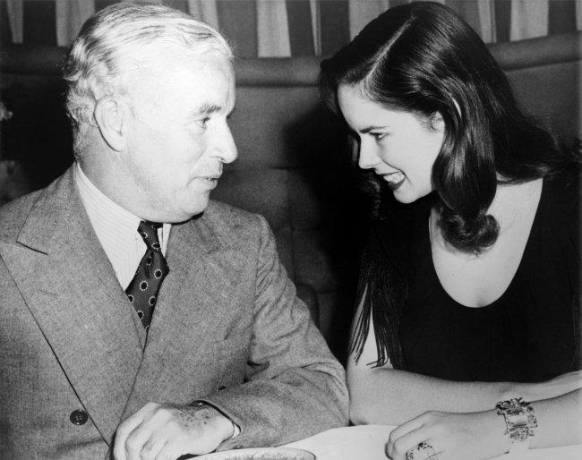 Charlie Chaplin et sa femme Una (1944)