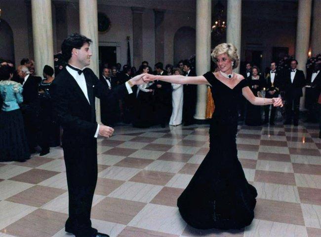 Lady Diana dansant avec John Travolta lors d'une réception à la Maison-Blanche en 1985