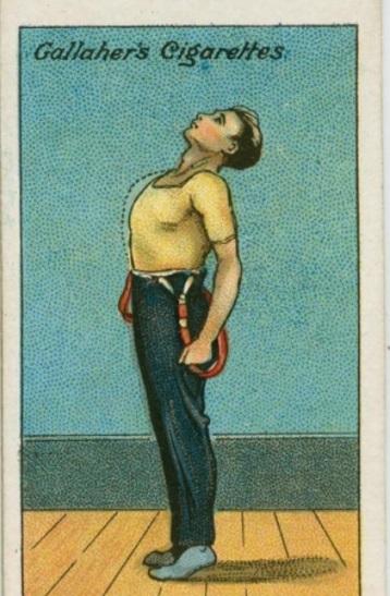 Pour l'amélioration de la capacité pulmonaire, se mettre sur la pointe des pieds, tête inclinée vers l'arrière. Inspirer et expirer.