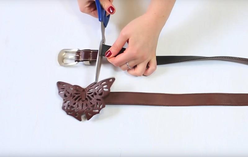 Coupez ensuite la boucle et la fin des ceintures afin d'enlever tous les trous.
