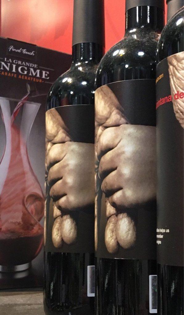 Un effet assez troublant sur cette bouteille de vin !