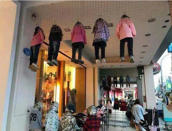 Quelle façon élégante de présenter des vêtements d'enfants !