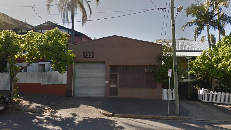 Cet entrepôt des années 1950 à l'air inoffensif a été vendu pour un total de 1,23 M $.