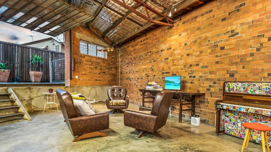 Avec de l'acier exposé, des sols en béton et une décoration vintage, cette maison est le mélange parfait d'ancien et de nouveau