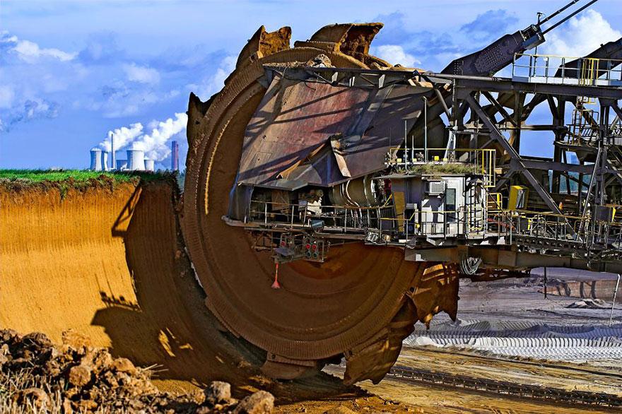 La plus grosse excavatrice au monde, Bagger 288, était utilisée pour extraire du charbon dans la mine à ciel ouvert Tagebau Hambach (Allemagne).