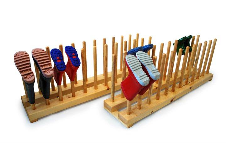 Utilisez ces supports à chaussures uniques en bois pour organiser votre entrée.