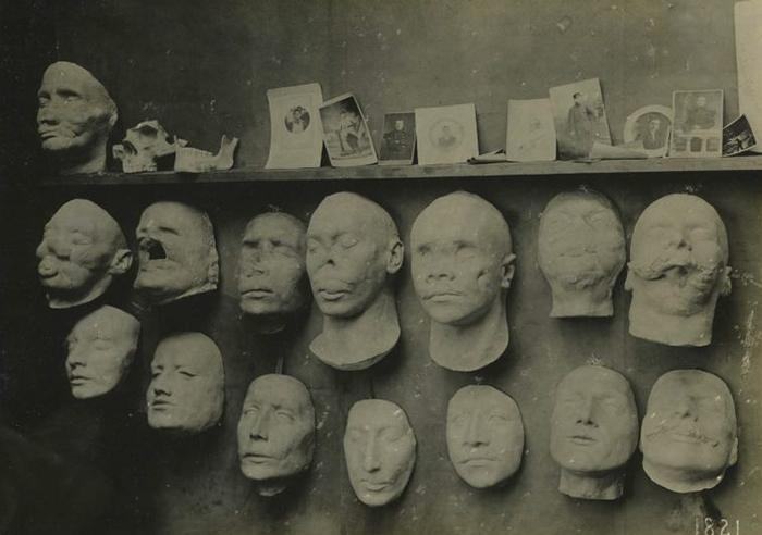 D'autres exemples de visages qui ont été reconstruits.